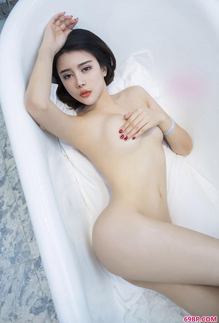 尤果靓女游子熙红色情趣私拍摄影_超大胆西西人体阴部展