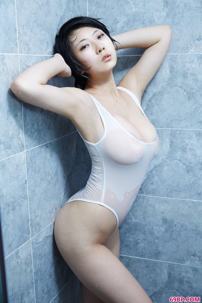 绝品美妇雨瞳湿身诱惑巨乳依稀可见_国模大胆_西西人体