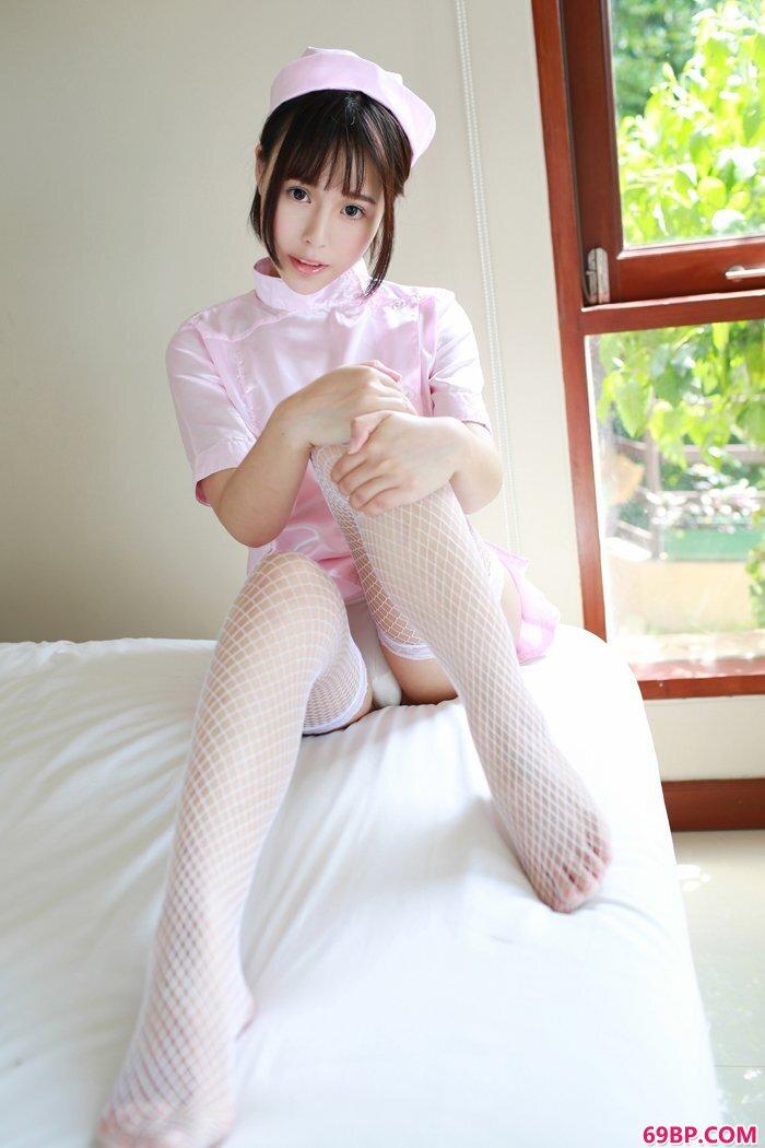 美丽护士艾莉情趣丝袜美胸呼之欲出