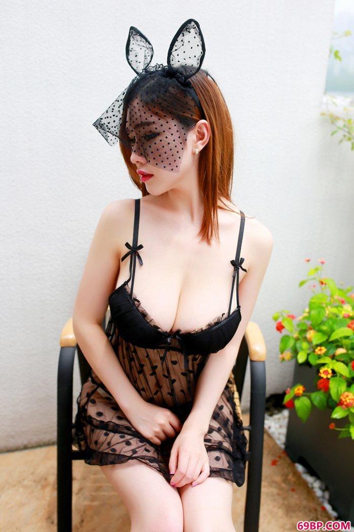 红唇女护士爆乳巨臀好身段无比撩人_西西人体大胆专业模特摄影图片
