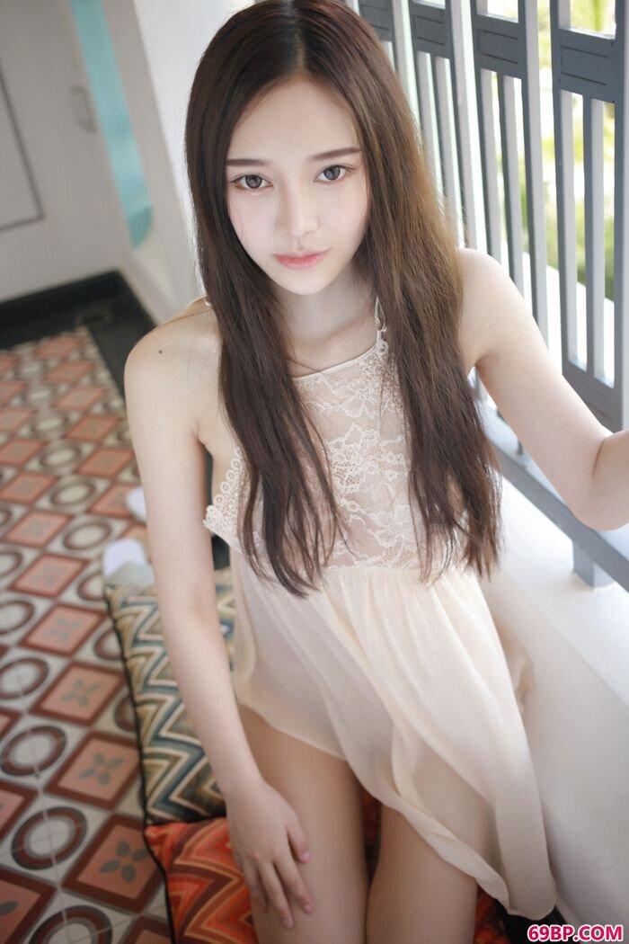 模范御姐唐琪儿薄透短裙酥胸依稀可见_GOGO人体中日韩私拍视频