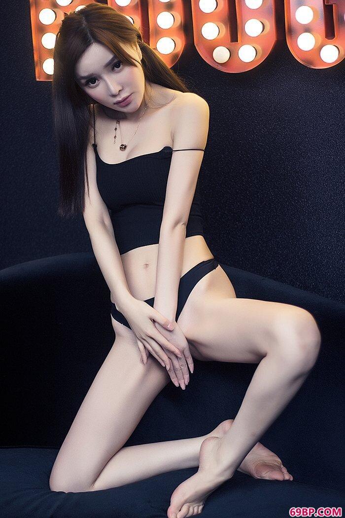 娇俏美妇韩子萱黑丝巨胸秀色可餐