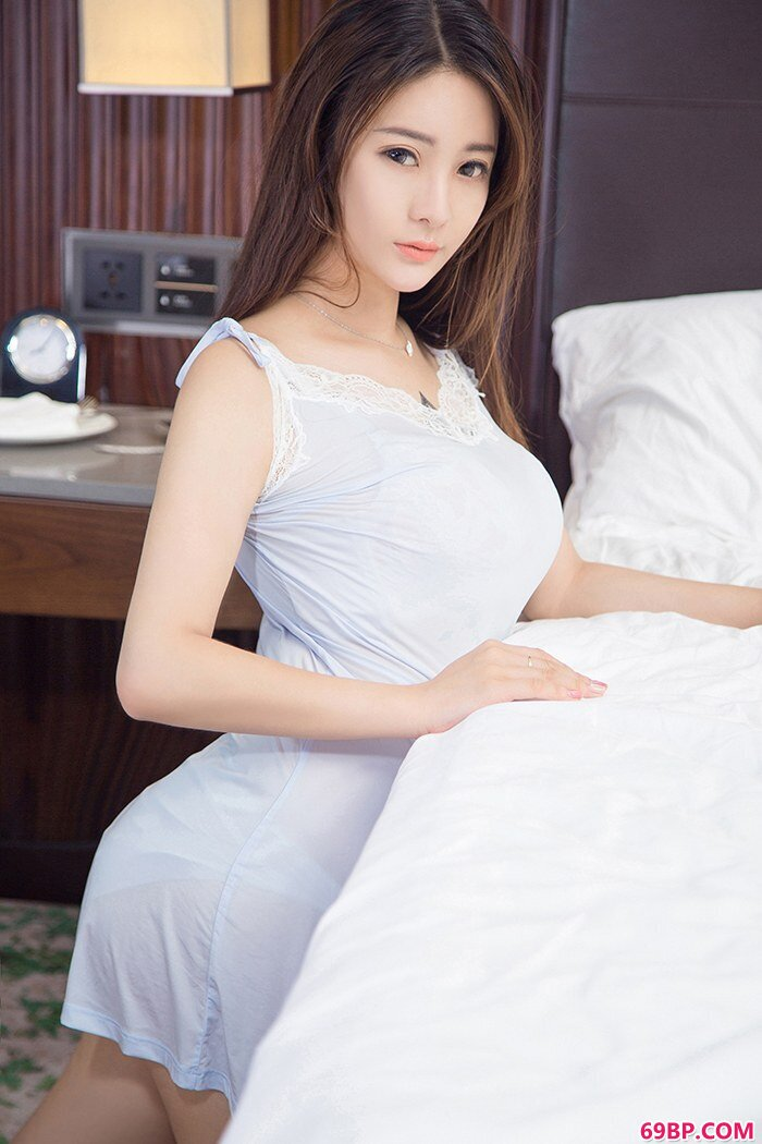 美娇娘刘天天丰乳肥臀尽显冰肌玉骨_九色综合亚洲色综合网