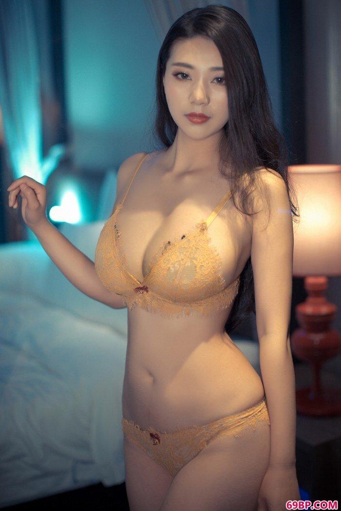 寂寞浪女宋KiKi衣衫不整春光乍泄_gogo人体高人体