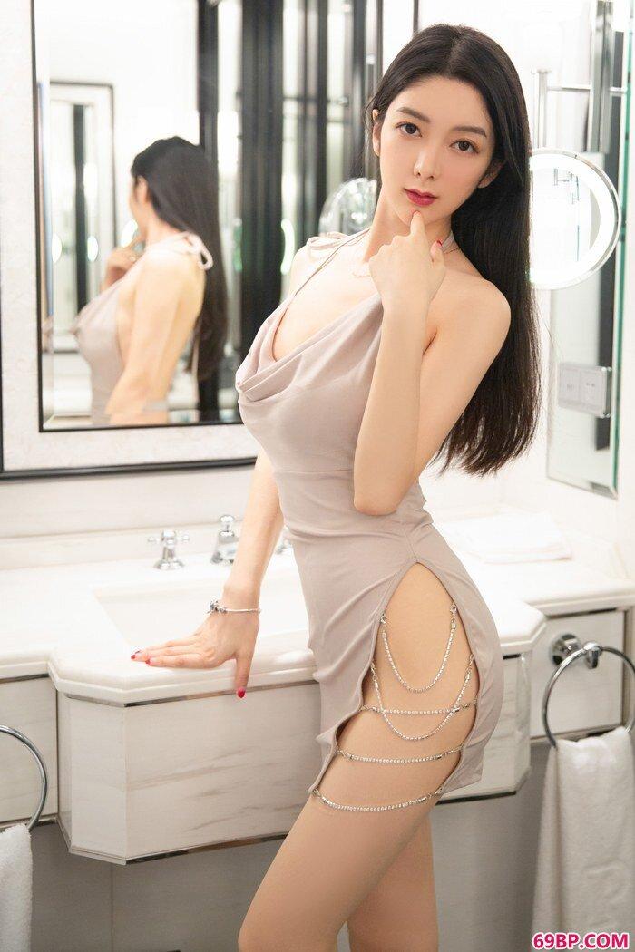绝品女神小热巴美腿白嫩臀翘身材好,gogo人体最新版