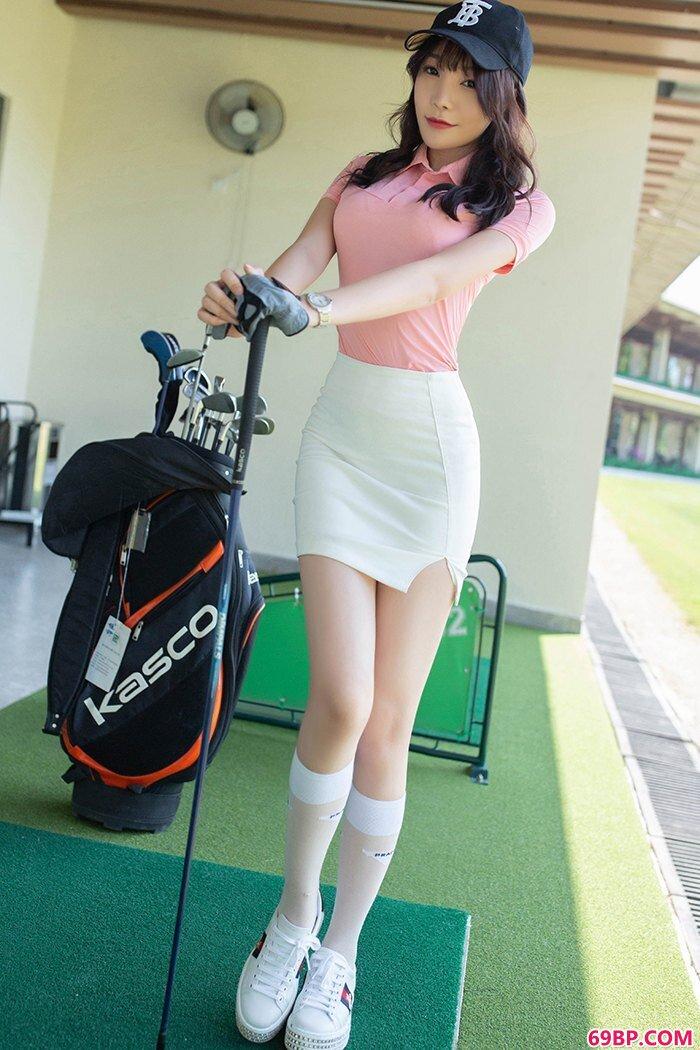 高尔夫女孩芝芝包臀短裙可爱美丽_找中国美女18摘花第一次