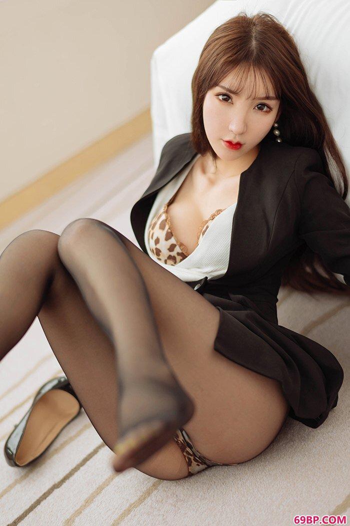 娉婷女神周于希黑丝高跟制服诱惑_国模沟沟女大尺度裸体展示
