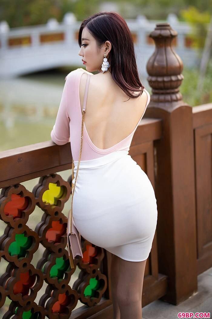 热辣女友杨晨晨肉丝包臀大街上玩激凸_花浴