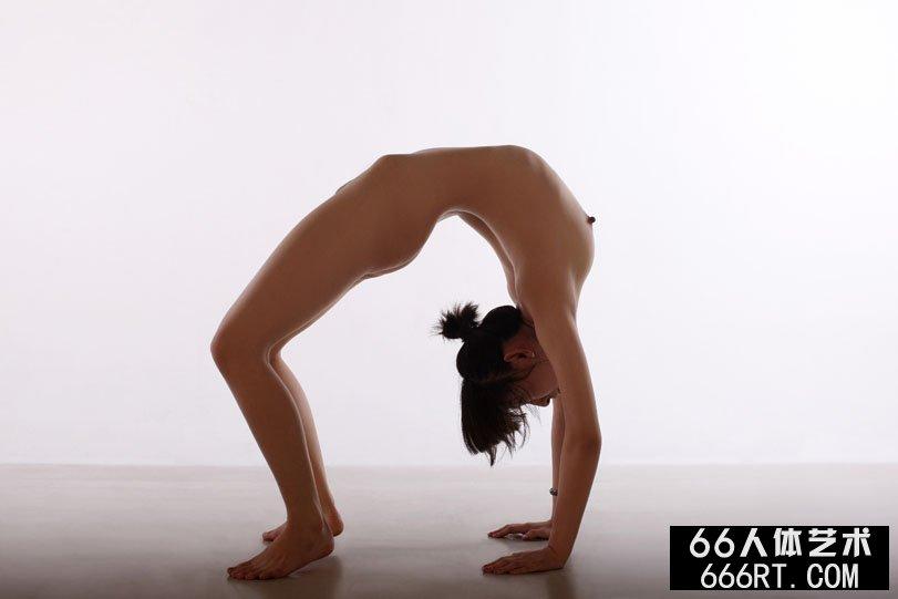 体操美人晨雨室拍下腰一字高难度动作,gogo图片人体艺术图片