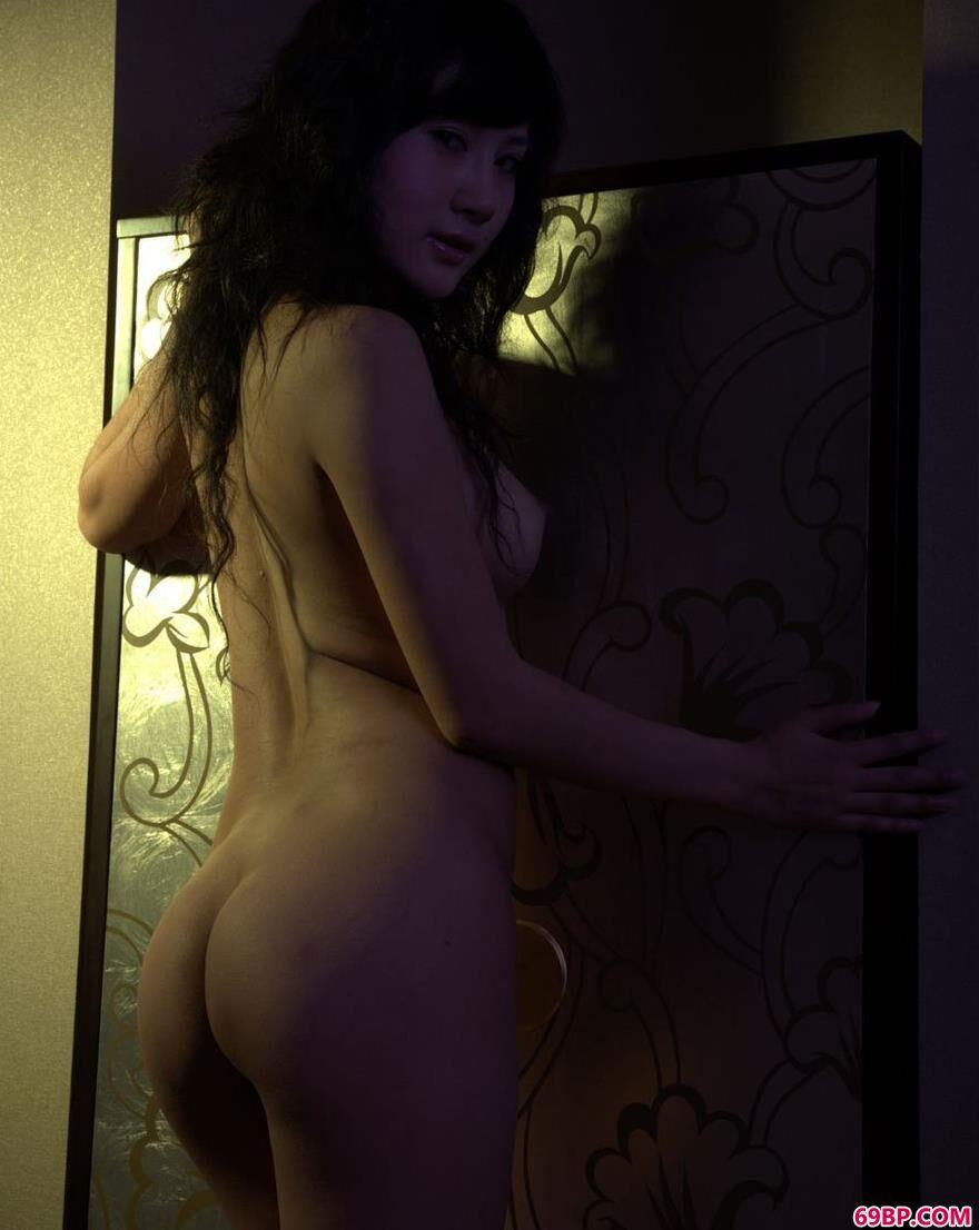 名模怡然房间里的性感人体