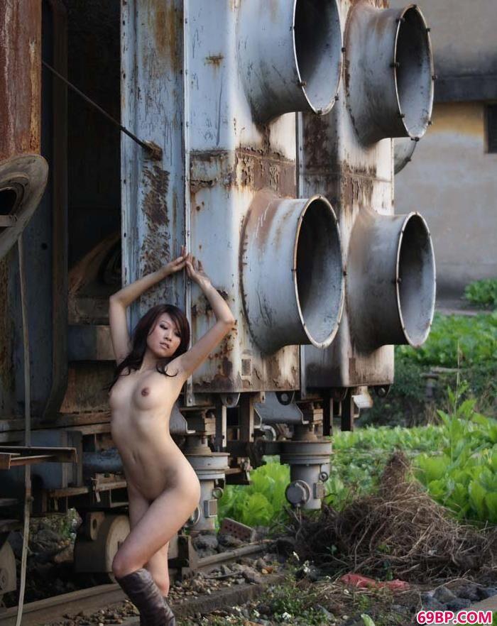 汤加丽32幅人体_嫩模芳芳废弃工厂里的魅惑人体