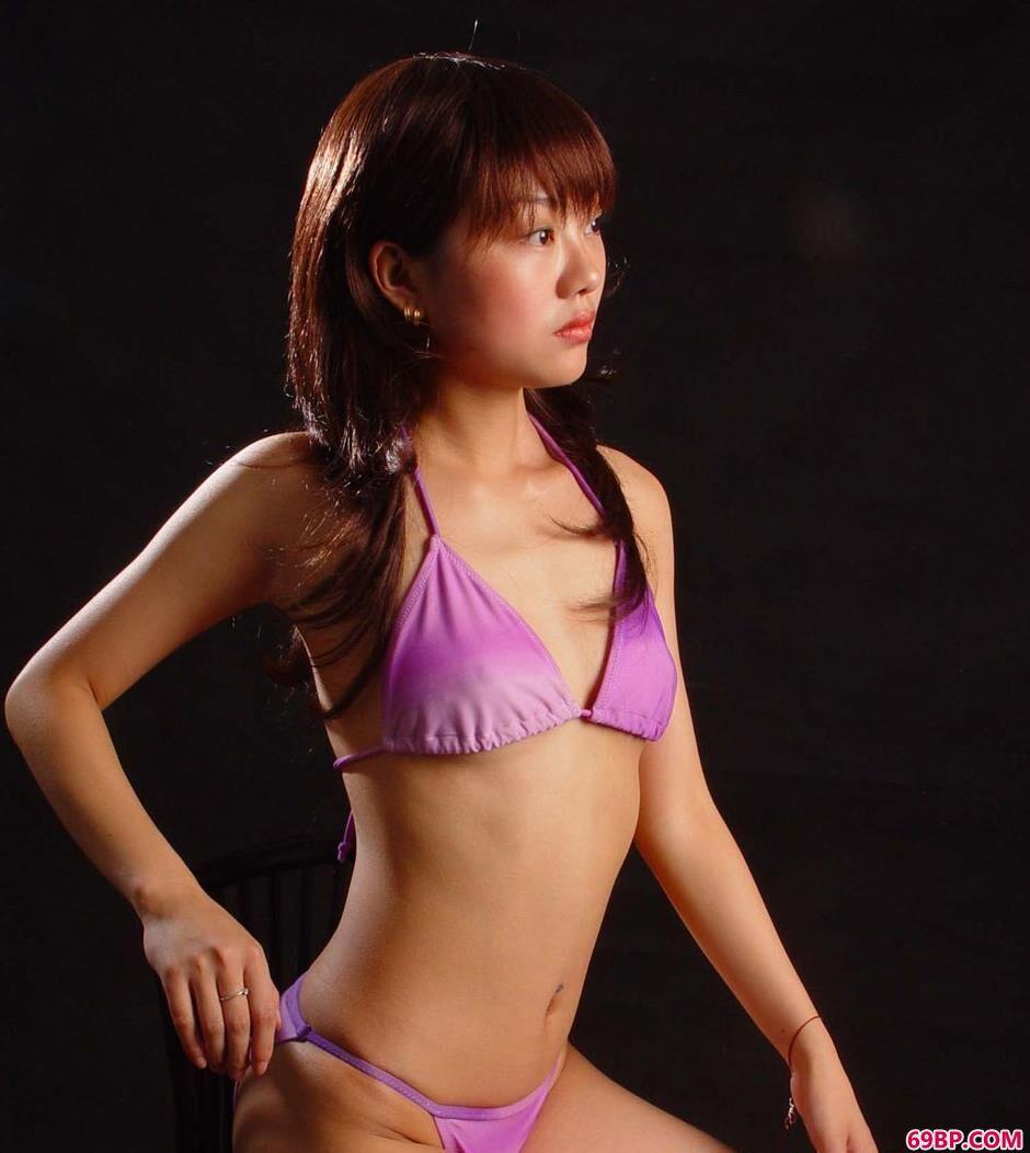 靓妹vikey图片棚里的美丽人体_张筱雨人体艺术图片