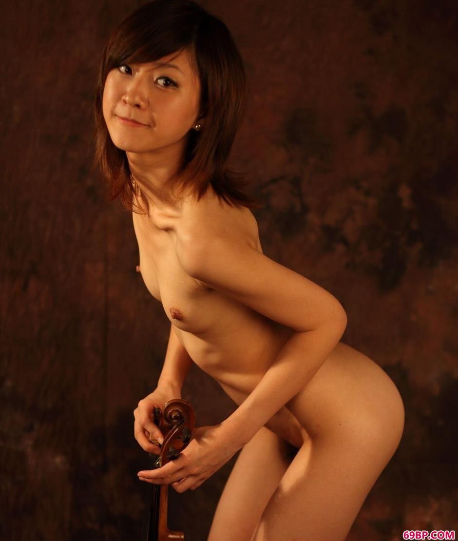 靓女sunny图片棚里的甜美人体_章攸雨人体艺术照
