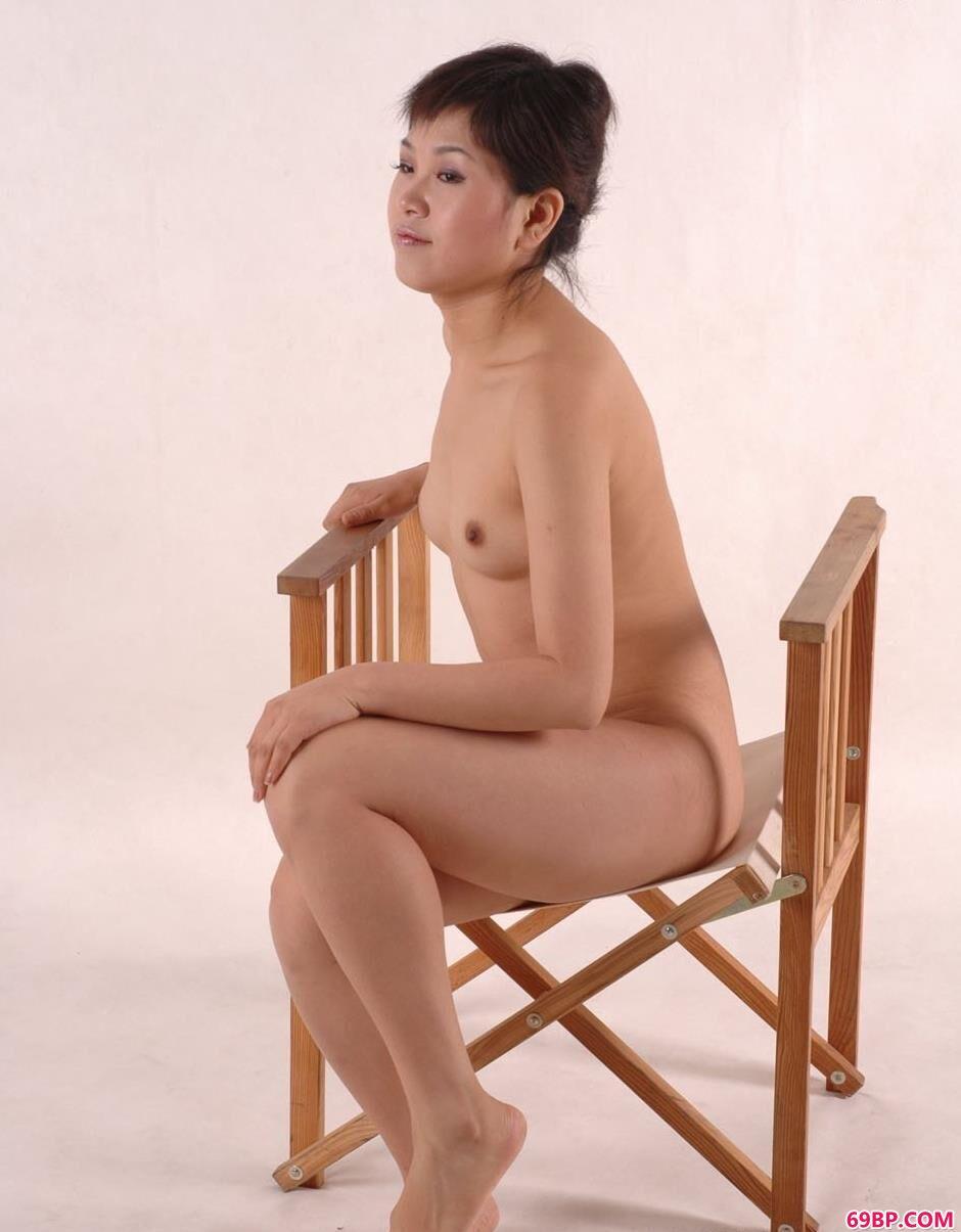美模乔乔软椅上的娇羞美体