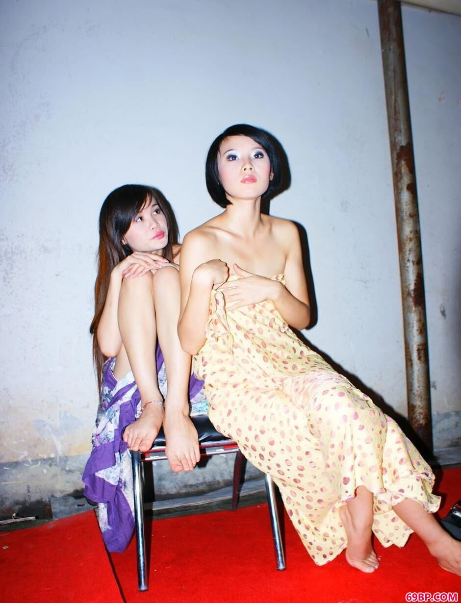 靓女沫沫、陌陌俩姐妹的妩媚人体_汤加丽艺术图片