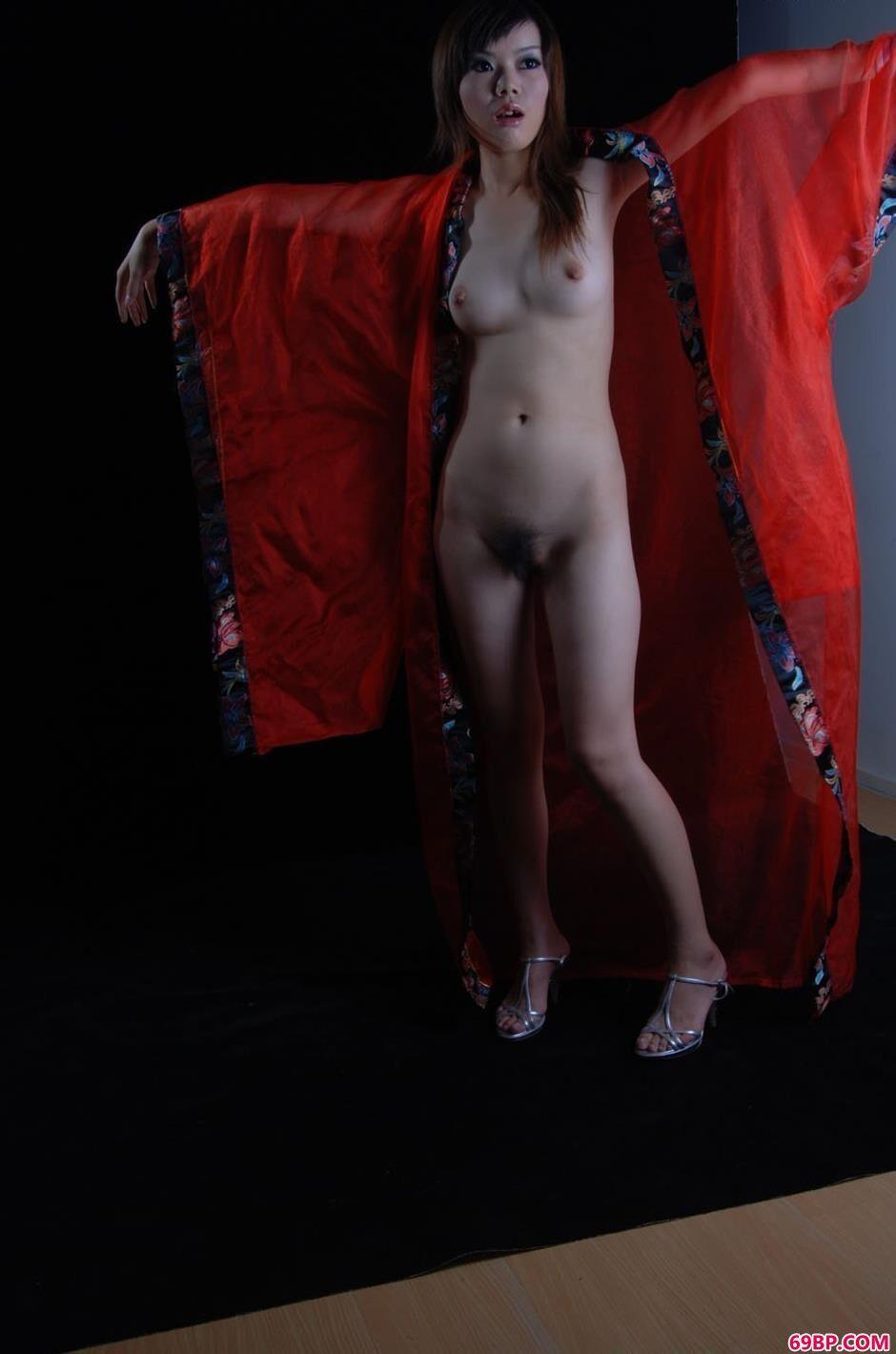 美人白雪黑室里的诱惑红纱人体