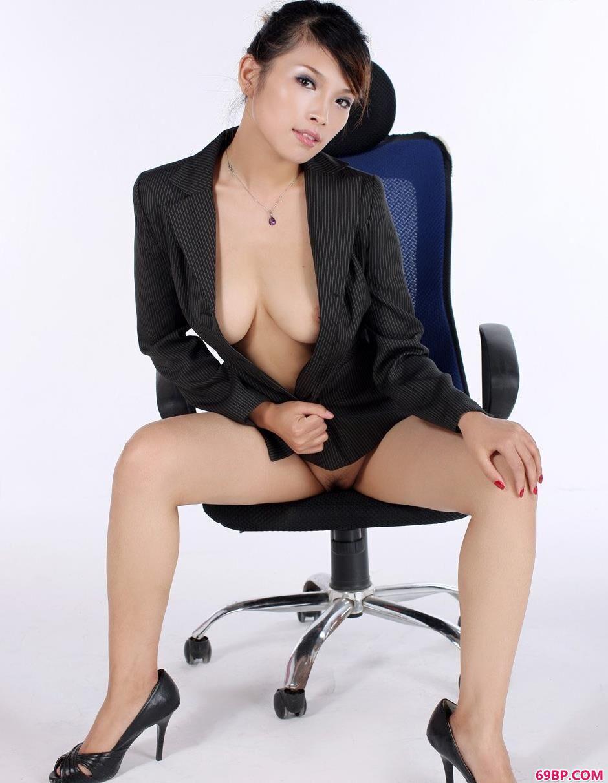 裸模波波bobo薄丝制服人体2,也很少女人体艺术网