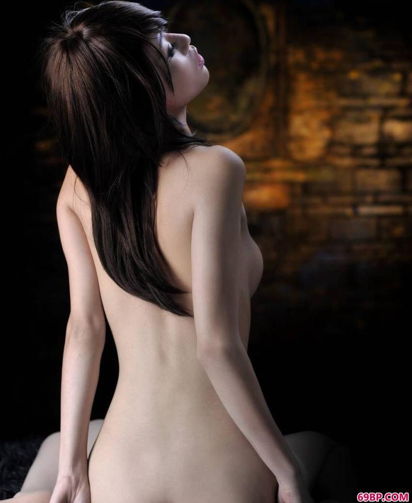 裸模小艾初拍人体