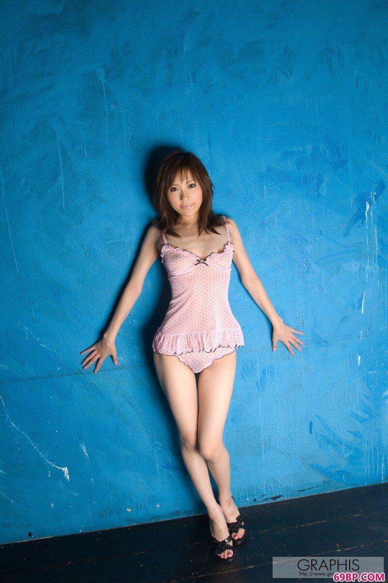 貌美的小熟妇家居诱惑写照,俄罗斯18人体艺术照