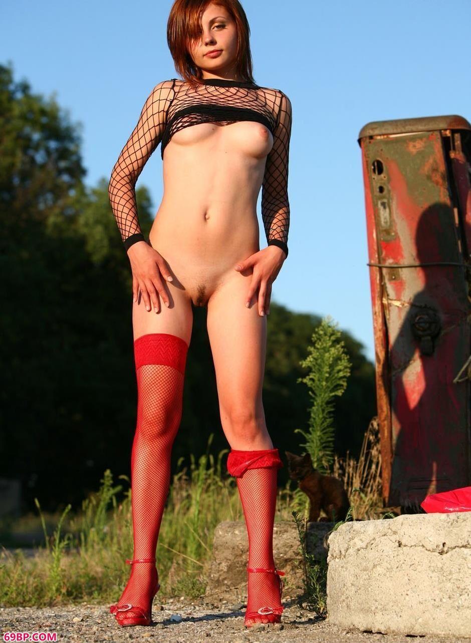 艺术人体模特_裸模安吉丽娜汽车厂里的大格子肉丝美体2