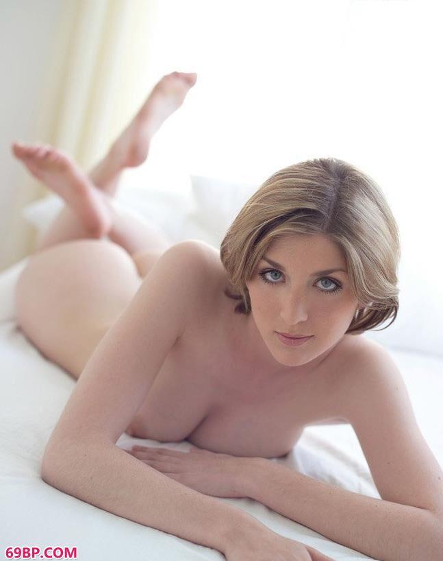 名模绮丽儿床上妩媚人体_粉嫩的高中女友啪啪