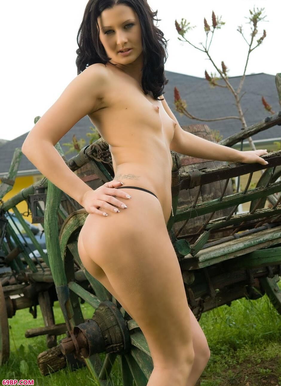 金子熙_美模Eden在农场酒庄里的性感人体2