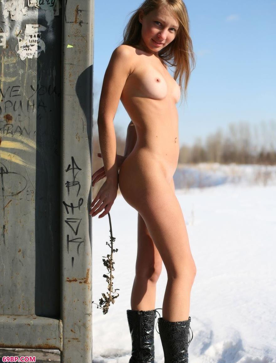 日本丰满少妇裸体自慰艺术照_玛莎冰雪娇娃2