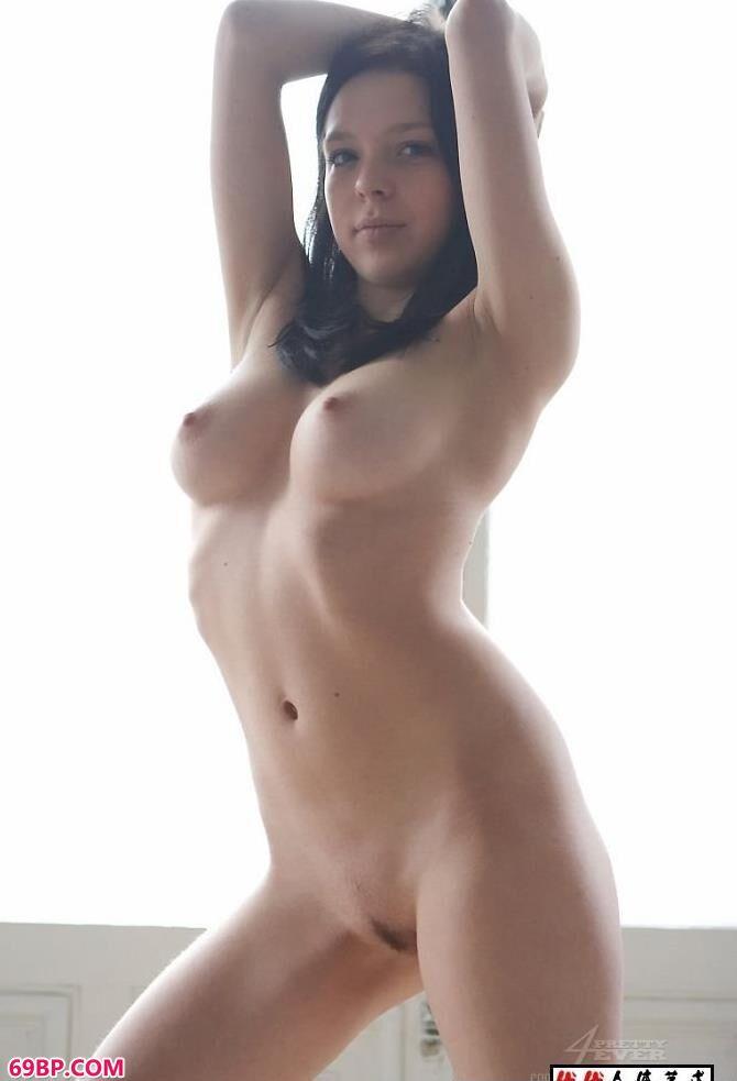 嫩模饱满的身躯人体艺术特写