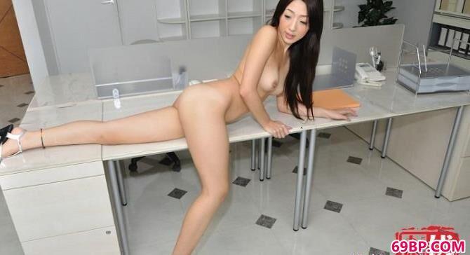 超美的女白领Office人体闲拍
