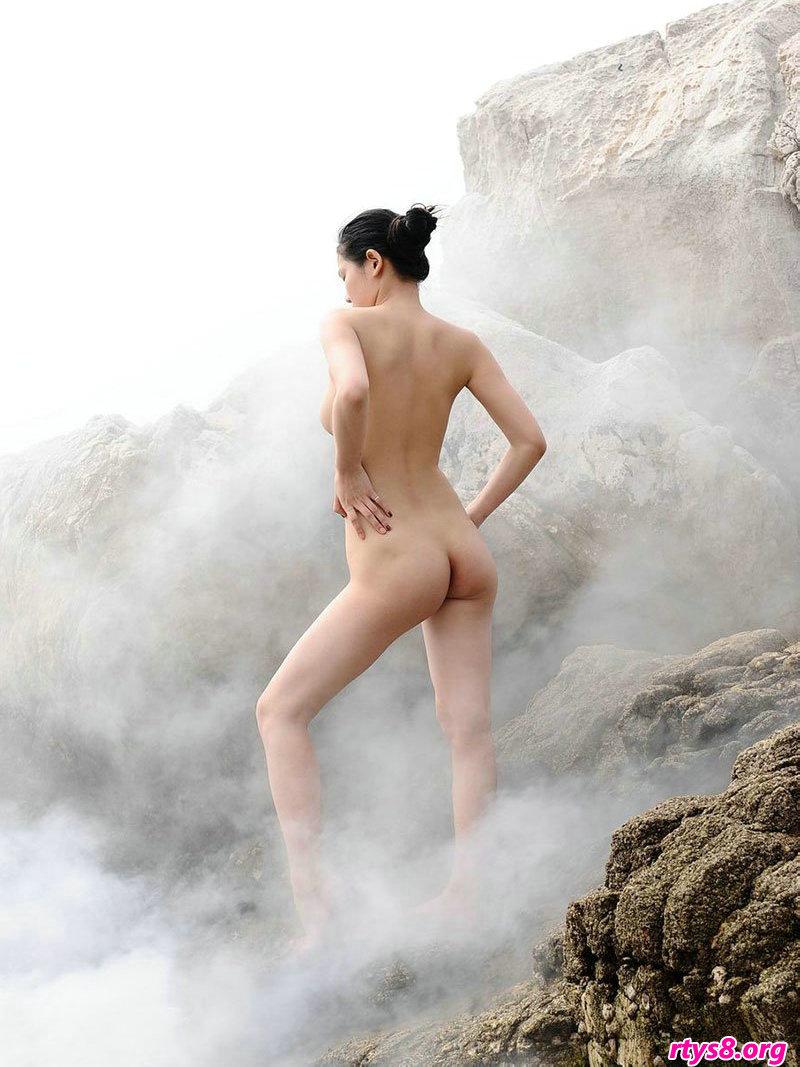 云雾缭绕的山顶外拍gogo嫩模人体图片