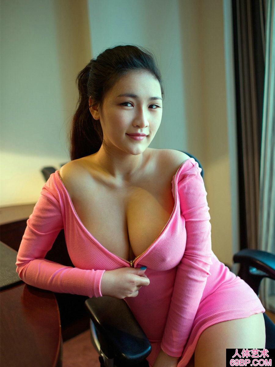 超级乳神巨胸美淑女连欣丰腴人体图_张筱雨写真