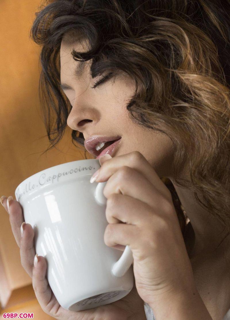 喝咖啡的女子SydneyWolf_上一篇150p下一篇150p