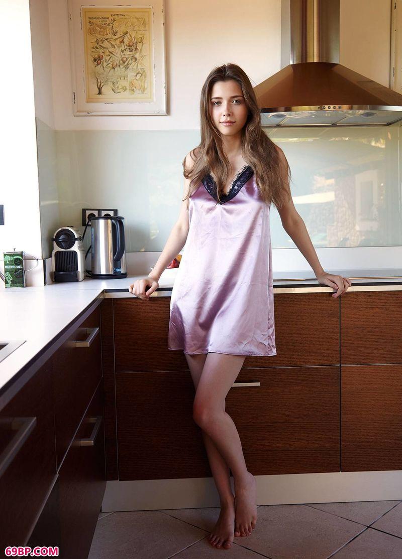 厨房乖巧女神Mila