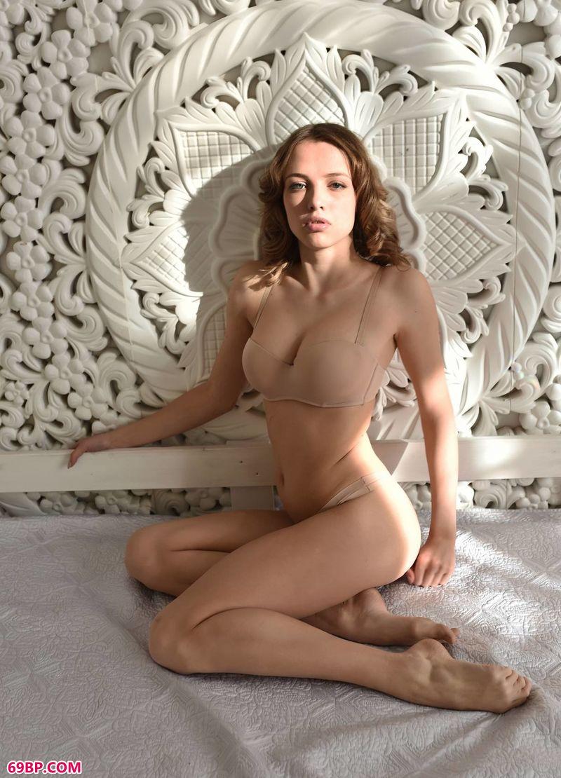 巴西美女人体艺术图,豪宅光影美体Maxa