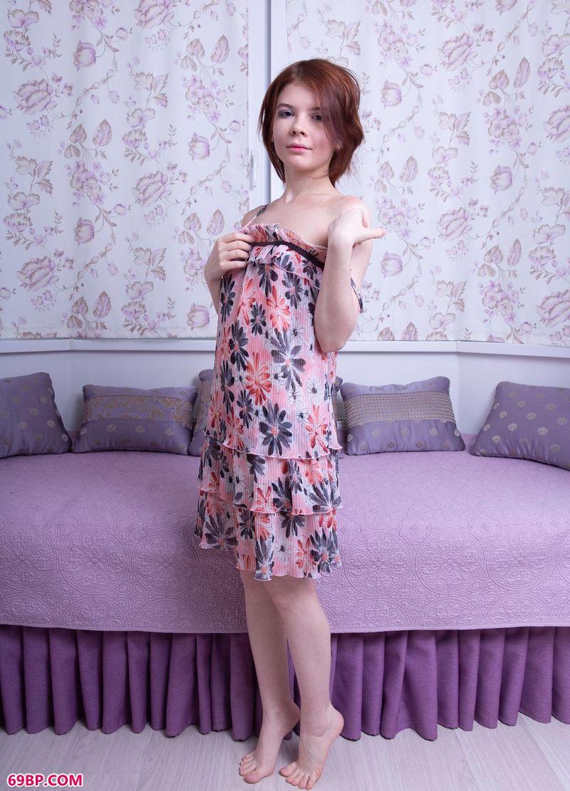 清纯碎花裙超模Renzi_成熟女人下面的毛茸茸